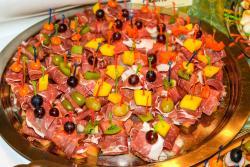 Schinken-Frucht-Spieße
