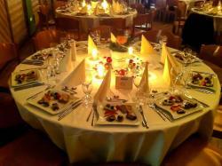 Gedeckter Tisch mit Vorspeise