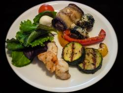 Salat-Gemüseteller mit Garnele