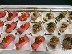 Roastbeef- und Vitello tonnato-Röllchen