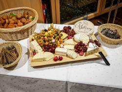 Käsebrett mit Zurwieser Biokäse und Allgäuer Hartkäse