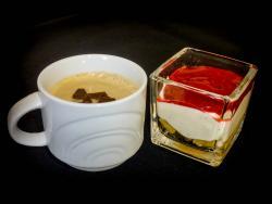 Espresso-Panna cotta und Himbeertiramisu