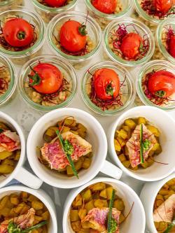 Steinpilzrisotto mit gegrillter Cocktailtomate und Gemüse-Chilicurry mit gebratener Rotbarbe